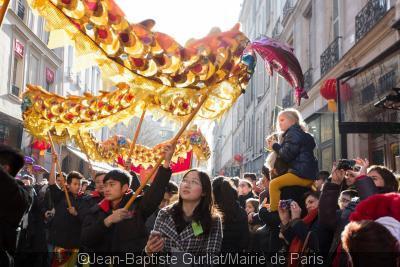 124261-defile-du-nouvel-an-chinois-de-paris-2015-place-de-la-republique
