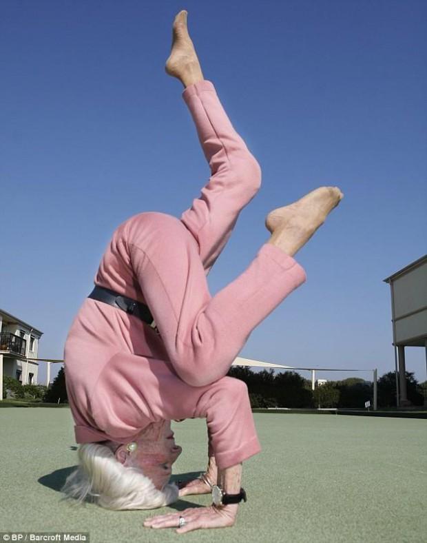 mrs-calman-super-grand-mere-yoga-L-2