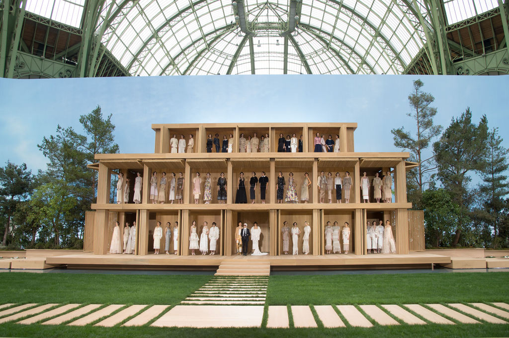 Defile-Chanel-Haute-Couture-printemps-ete-2016-au-Grand-Palais-a-paris-le-26-janvier-2016_exact1024x768_l