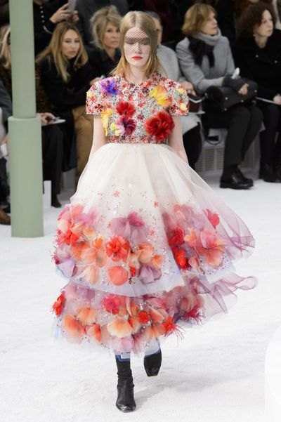 defile-chanel-haute-couture-printemps-ete-2015-6_5195525