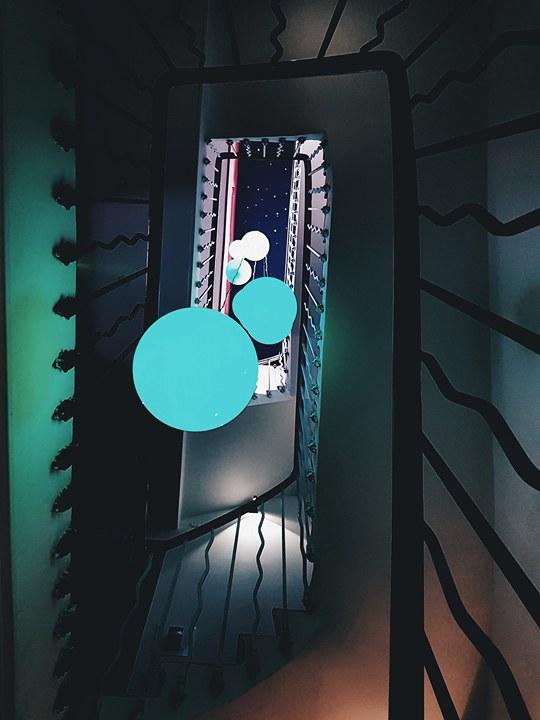 escalier-lumineux-ideal-sejour-cannes