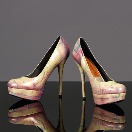 jennifer-hudson-signed-hourglass-shoes