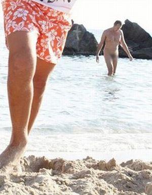 photo-la-redoute-homme-nu-plage
